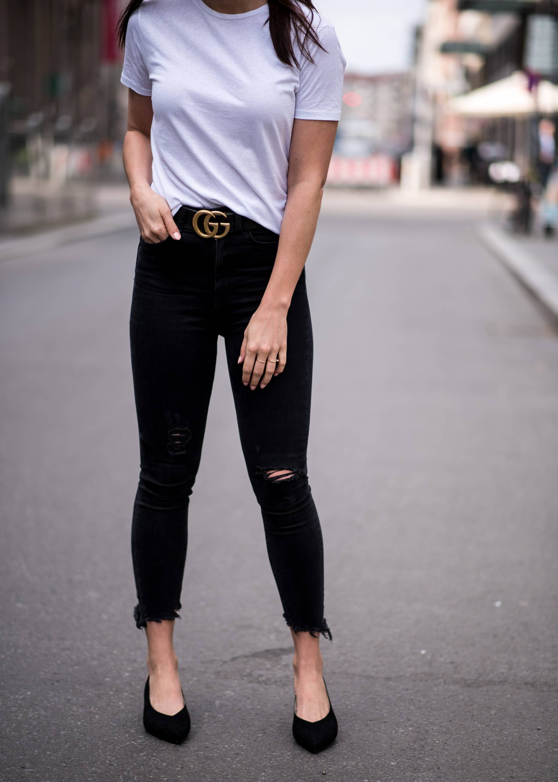 STYLEAPPETITE CASUAL JEANS & TSHIRT LOOK WITH V-NECK PUMPS