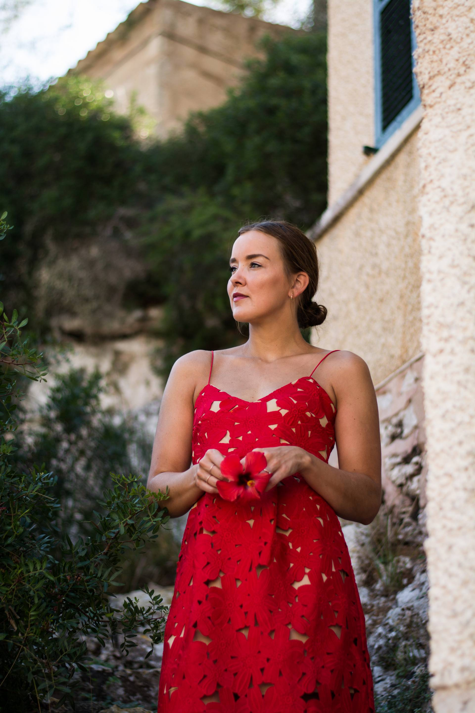 style-appetite-travel-outfit-red-lace-dress-in-cala-figuera-majorca