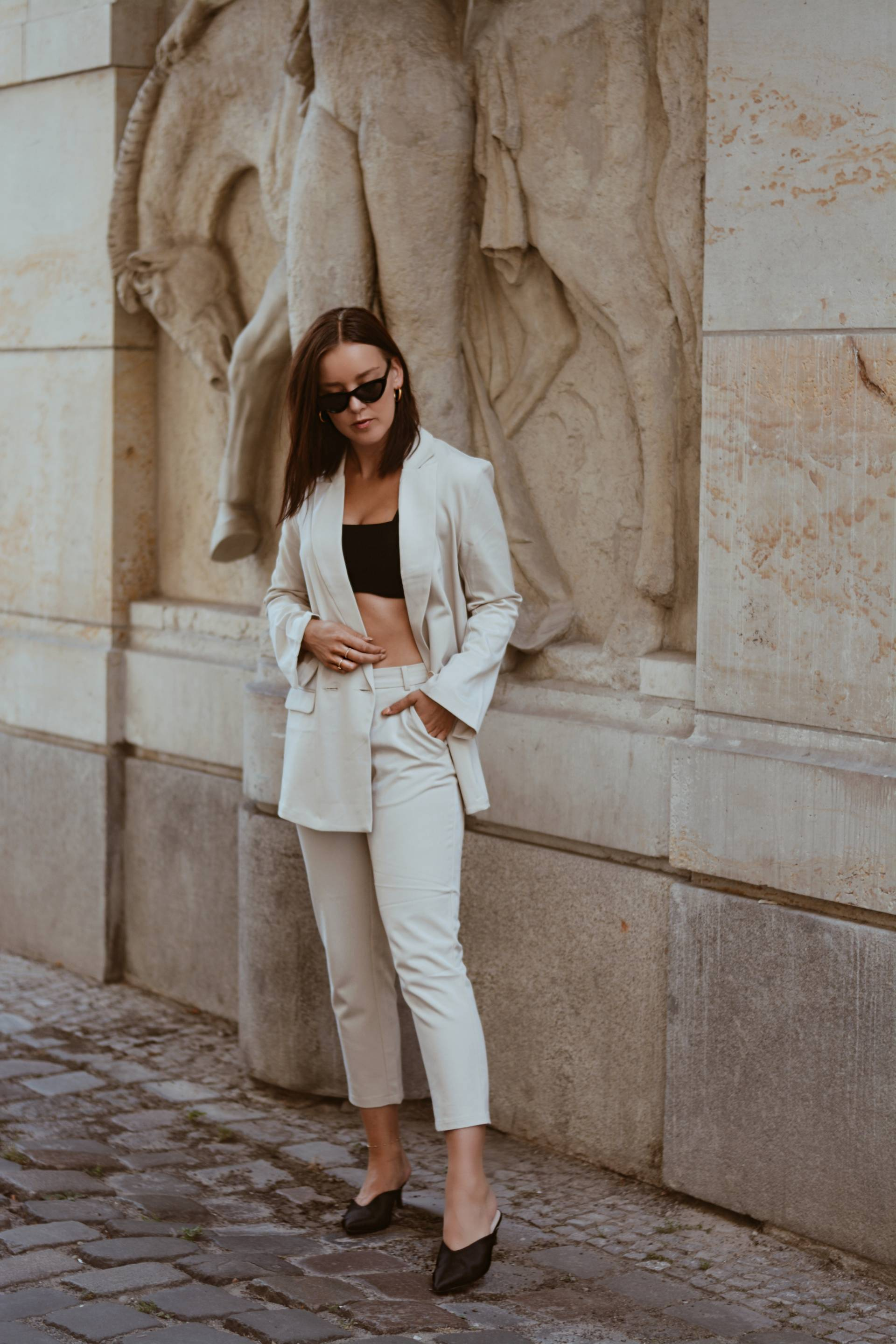style-appetite-OBSESSED-WITH-nEUTRALS-and-SUITS