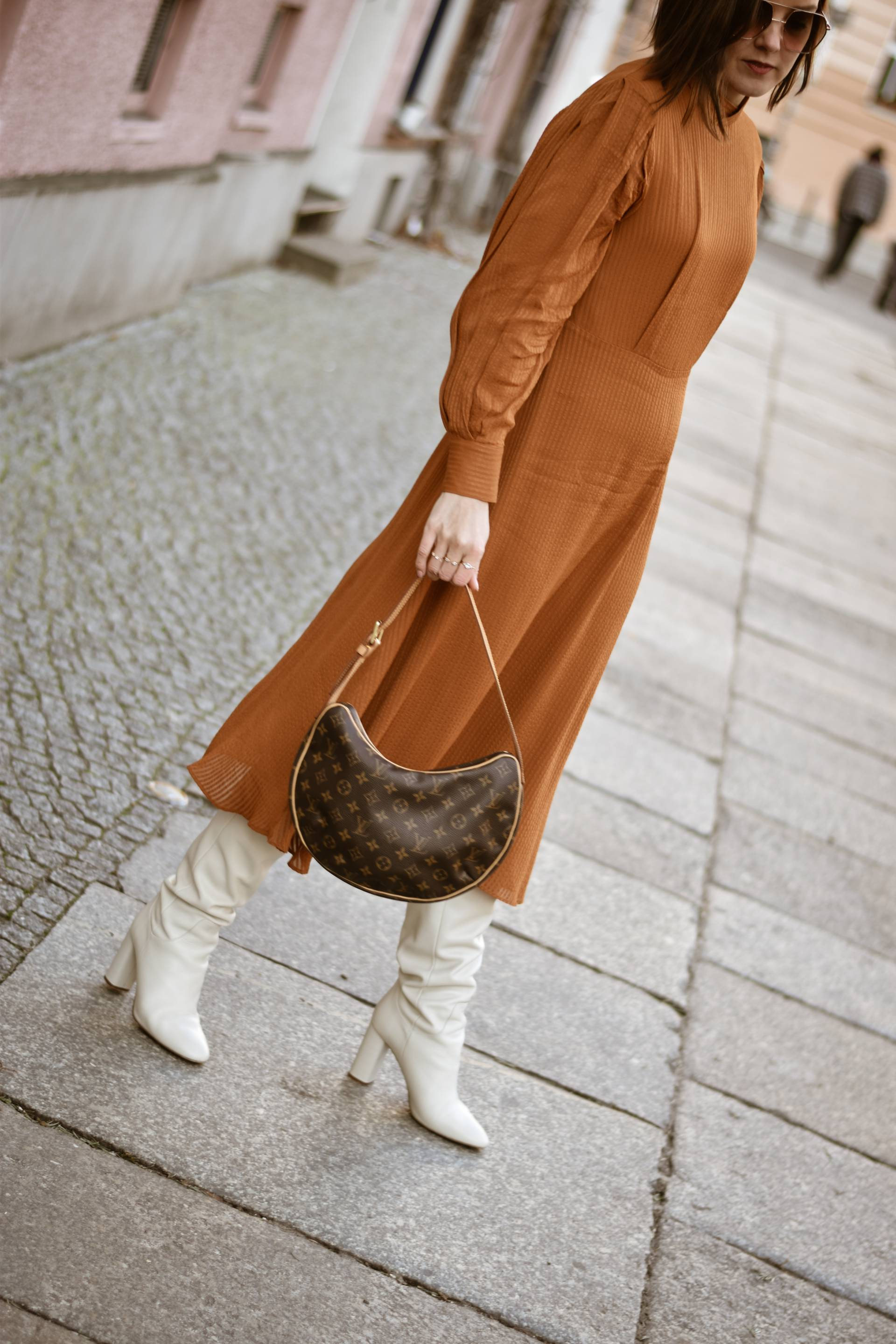 style-appetite-retro-vibes-other-stories-kleid-weise-lederboots